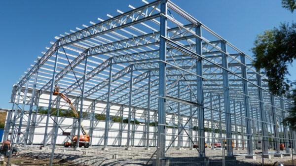 Сооружение металлических ангаров: этапы строительства и преимущества конструкций