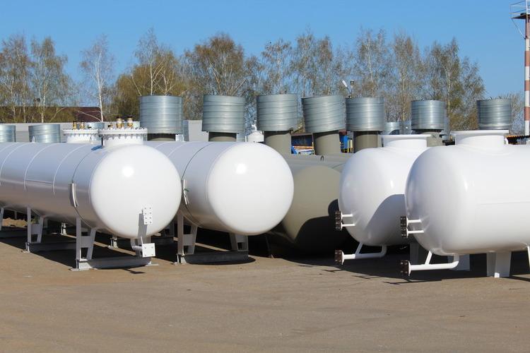 Как оборудование для ведения химических процессов влияет на безопасность?